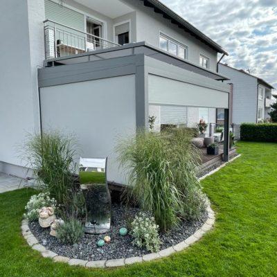 Terrassenüberdachung mit seitlicher Verglasung
